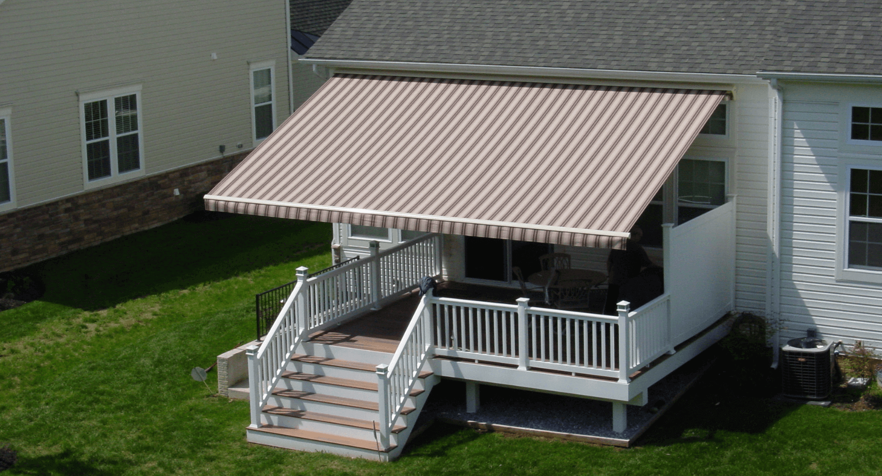 Bird's eye view of a retractable awning